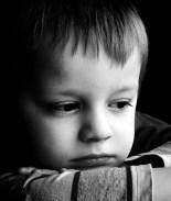 FOTO: Esposos condenados a prisión por violar entre los dos a un niño