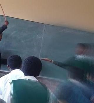 VIDEO: Maestros golpean brutalmente a alumnos, enfrentan suspensión
