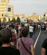 Policías cantan himno de #BlackLivesMatter al detener a sus protestantes