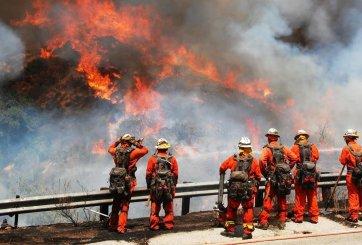 Estado de emergencia en LA por el incendio más grande en su historia