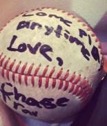 Pide jugar béisbol con sus bisnietos en el hospital antes de morir