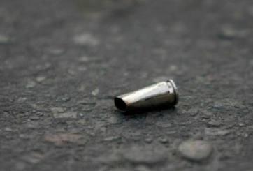 Hacía la tarea en casa cuando una bala perdida le atravesó la cabeza