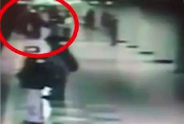 VIDEO: Mujer muere tras ser empujada a las vías del metro