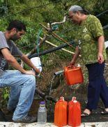 Puertorriqueños beben aguas peligrosas por desesperación