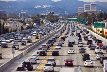 Tener un vehículo en California costará más tras nuevos impuestos