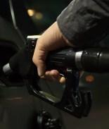 En Oregon están molestos por ley que los hará cargar su propia gasolina