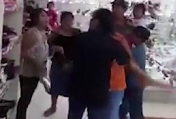 VIDEO: Batalla campal entre mujeres dentro de una zapatería