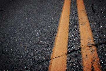VIDEO: Conduce con hombre en el capó en incidente de ira en la carretera