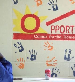 Ofrece albergue techo y comida a personas sin hogar en navidad
