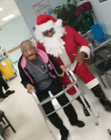 VIDEO: Abuelita de 90 años muestra sus dotes de baile con Santa Claus