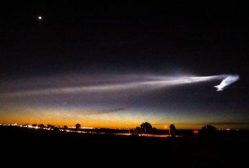 Lanzamiento de cohete de SpaceX ilumina el sur de California