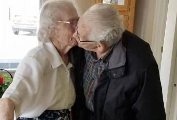 Obligan a ancianitos juntos desde hace 73 años a pasar Navidad separados