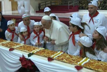 Papa Francisco cumplió 81 años y cambió el pastel por algo más italiano