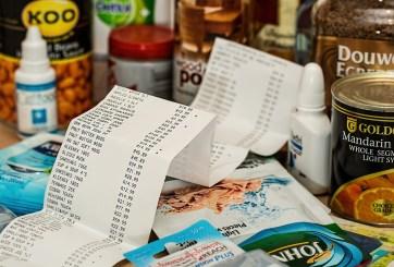 FOTO: Empleada paga los víveres de un cliente e inspira caridad