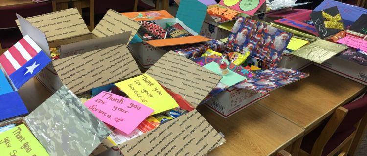 Emotivos regalos navideños enviados por niños a soldados en Afganistán