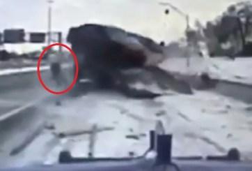 VIDEO: Chofer de grúa se salva por centímetros de ser atropellado