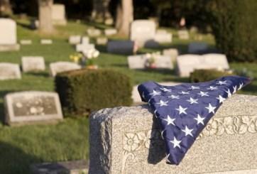 VIDEO: Desconocidos dan último adiós a veterano sin familia