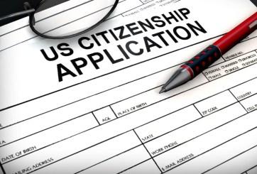 Gobierno de Trump revoca la ciudadanía a un naturalizado