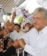 Le ponchan las llantas a candidato presidencial en México