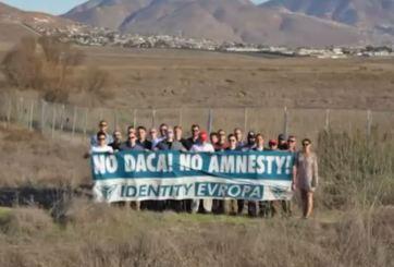 Aparecen 30 carteles antinmigrantes en la Universidad de Texas