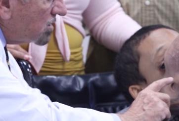Niño con enorme tumor facial muere después de la cirugía