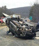 VIDEO: Choque entre tráiler y automóvil deja a conductores heridos
