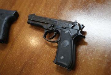 Menores podrían ir a la cárcel al publicar fotos de armas a las redes