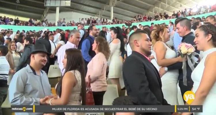 Más de 1600 parejas unieron sus vidas en boda masiva