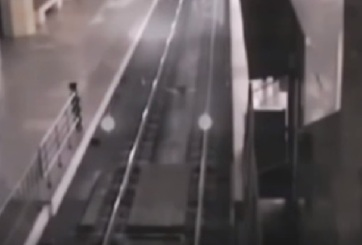 VIDEO: Tren fantasma hace parada en una estación de China