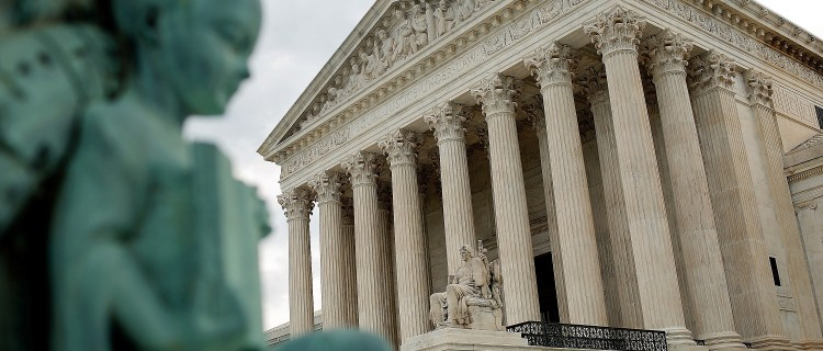 Corte Suprema da luz verde a la deportación acelerada de inmigrantes