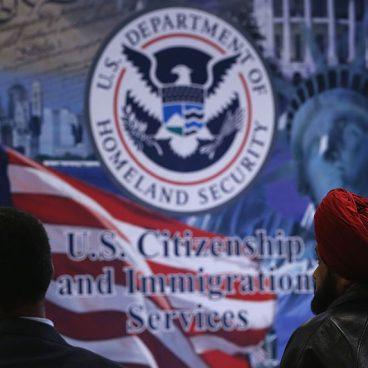 Herramienta de USCIS calcula tiempo de trámites migratorios