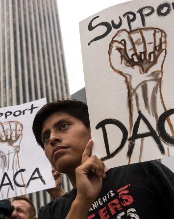 Corte federal ordena a USCIS aceptar nuevas solicitudes de DACA