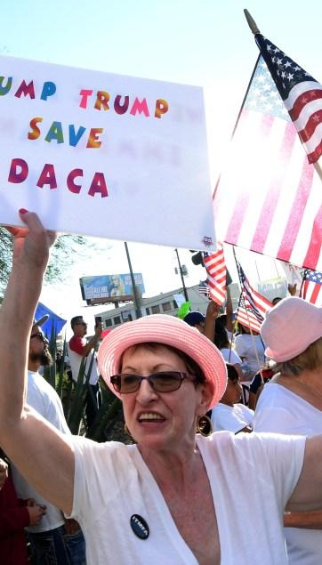 Juez federal da luz verde a demanda contra cancelación de DACA