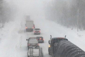 Tormenta invernal deja sin luz a miles de personas en Estados Unidos