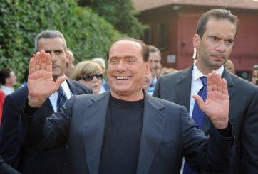 "VIDEO: ""Berlusconi, tu tiempo se acabó"", grita manifestante semidesnuda"