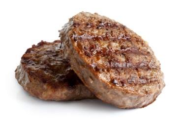 Retiran carne de res de hamburguesas congelada enviada a escuelas