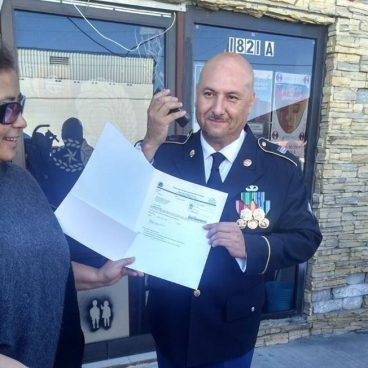 Veterano deportado obtiene la ciudadanía de EE.UU.