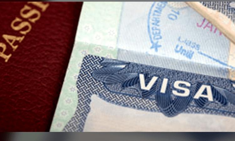 Bajo gobierno de Trump, se desploman las visas de turista