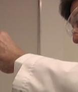 Médico acusado de usar su esperma y engendrar a 11 hijos de sus clientes