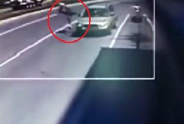 VIDEO: Ladrón es atropellado segundos después de robar billetera