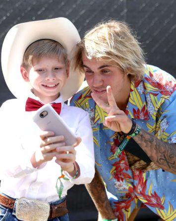 VIDEO: Justin Bieber disfruta la cumbia en Coachella