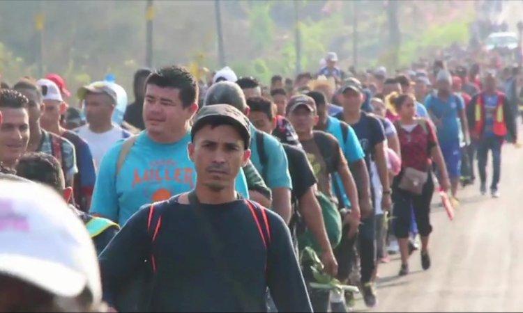 México cede a la presión de Trump y detiene la «caravana»
