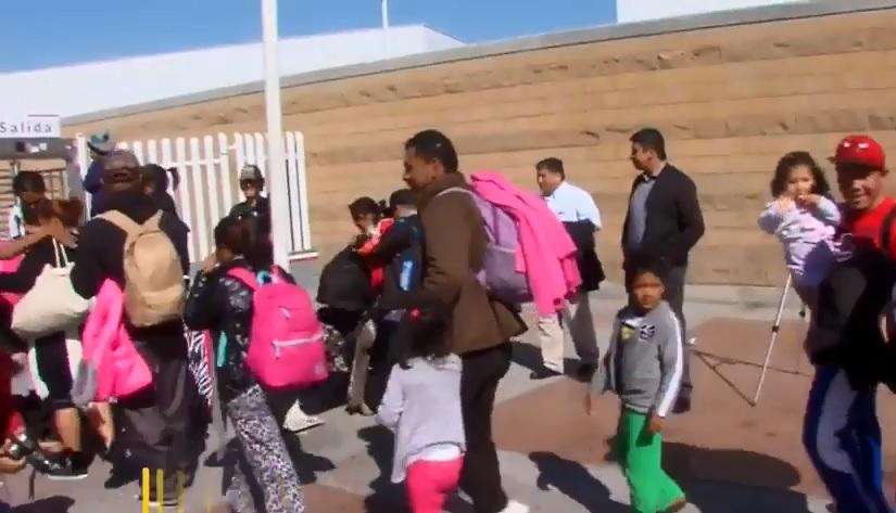 Caravana de migrantes ingresan a EUA