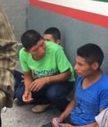 inmigrantes en el puente entre el paso y juarez