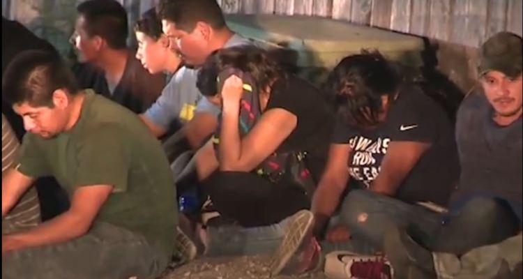 VIDEO: Rescatan a 55 inmigrantes de un tracto camión en Texas