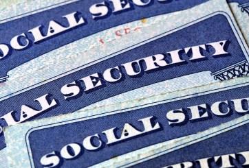 Empleada del Seguro Social usó documentos de muertos y robó $680 mil