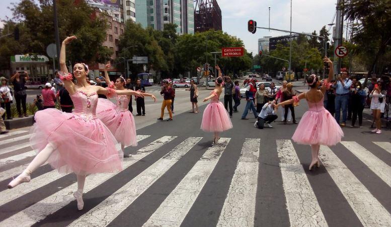 Ballet en las Calles de la Ciudad de Mexico - NoticiasYa