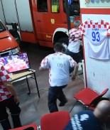 Bomberos croatas dejan de lado la pasión del fútbol por incendio