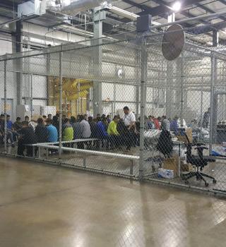 Temen por la salud de menores en centros de tensión de ICE