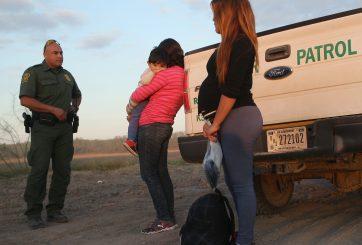 Mujeres embarazadas detenidas por ICE abortan sin atención médica